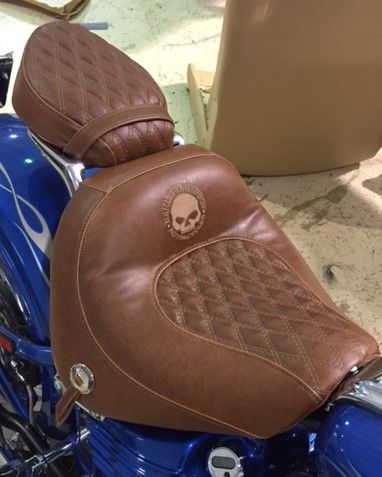 Rembourrage de selle de motocyclette à Delson - Rembourrage Canevas Excellence (rembourreur Rive-Sud)