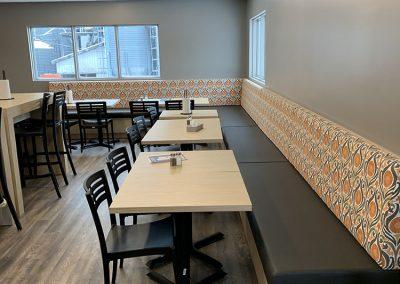 Rembourrage banc de restaurant commercial à Deslon - Rembourrage Canevas Excellence Inc. sur la Rive-Sud de Montréal et Québec